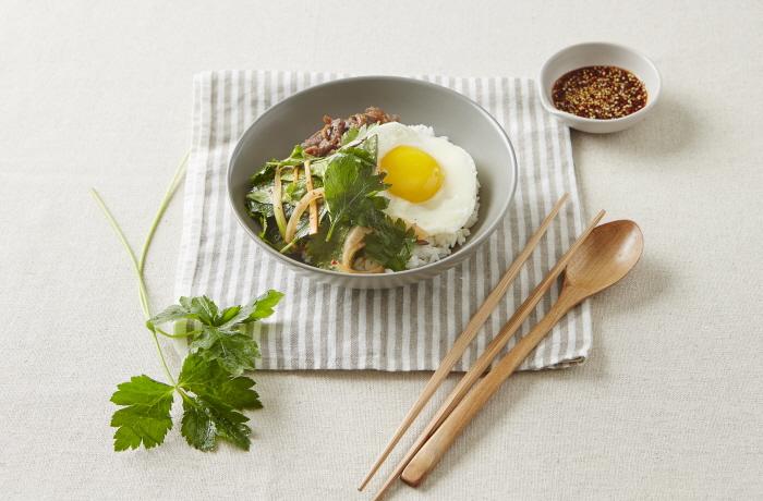 참나물불고기비빔밥