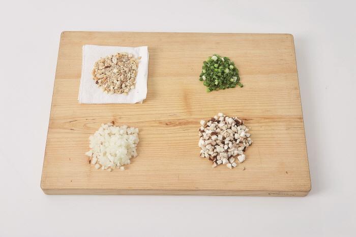 겨자소스를 곁들인 영양밥 강정 (겨자소스를 곁들인 영양밥 완자 구이)