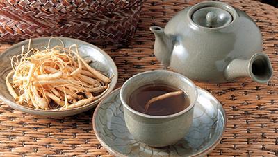 스산하며 차가운 겨울, 따끈한 약초 차 한 잔 어떠세요 ?
